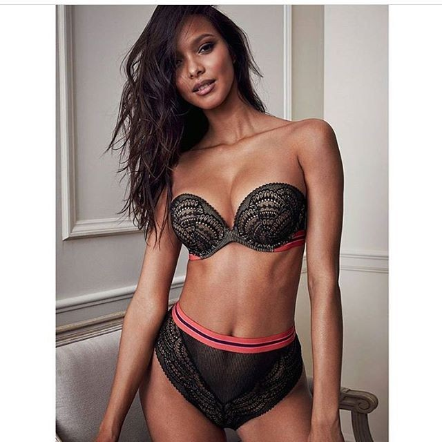 30649421a Brasil melhor em tudo  Lais Ribeiro aparece de lingerie e quebra a ...